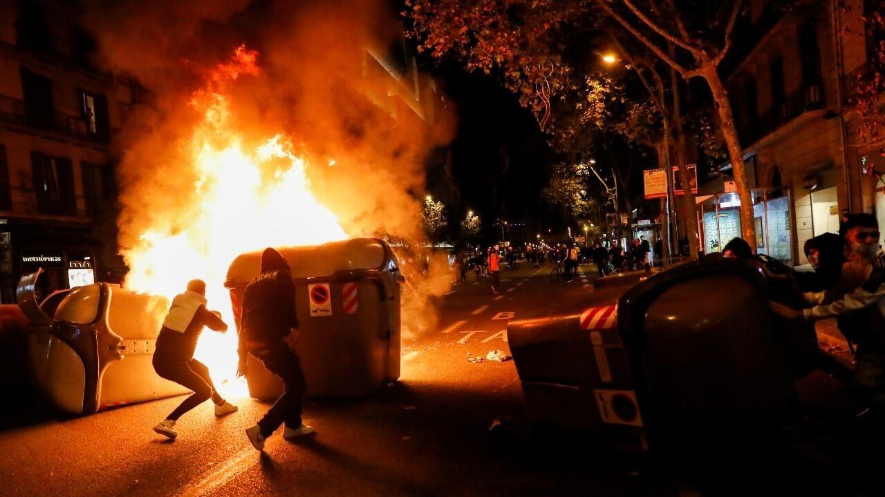 Disturbios en Barcelona tras las protestas contra las nuevas restricciones  por la pandemia