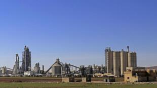 Vista de la planta de cemento de Lafarge en Jalabiya, al norte de Siria.