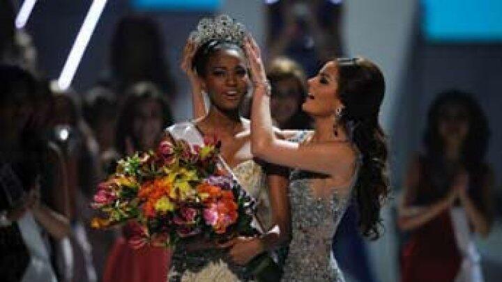 ملكة جمال أنغولا ليلى لوبيز (25 عاما) ملكة جمال الكون للعام 2011