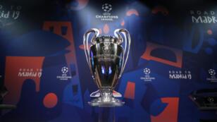 Vista general del trofeo de la UEFA Champions League antes del sorteo en Nyon, Suiza, el 17 de diciembre de 2018.