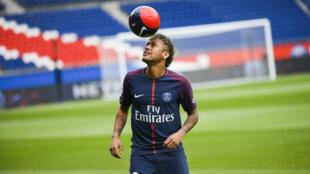 Le Brésilien Neymar lors de sa présentation à la presse au Parc des Princes, le 5 août 2017.