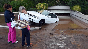 Une rue inondée au lendemain de violents orages dans la ville de Mandelieu-la-Napoule, le 4 octobre 2015.