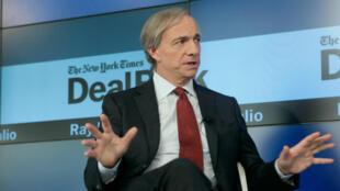 Ray Dalio, le patron de Bridgewater Associates, parie que les temps économiques vont être plus durs rapidement pour l'Europe.