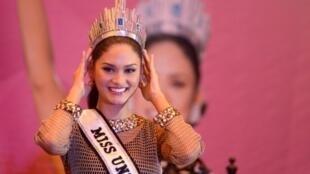 ملكة جمال الكون بيا ألونزو فورتسباك في مانيلا في 24 كانون الثاني/يناير 2016