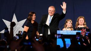 Le Premier ministre Scott Morrison, sa femme Jenny et leurs enfants après la victoire des conservateurs aux élections législatives en Australie, le 18mai2019.
