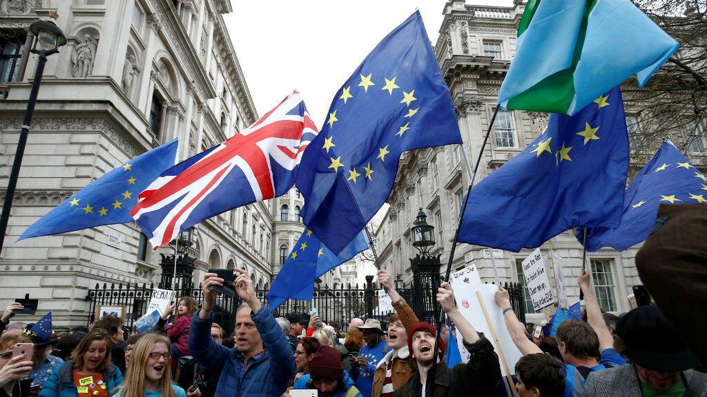 Los partidarios de la Unión Europea claman al Gobierno de Theresa May por un segundo referendo sobre el Brexit durante la marcha 'People's Vote' en el centro de Londres, Reino Unido, el 23 de marzo de 2019.