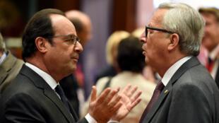 François Hollande discute avec le président de la Commission européenne Jean-Claude Juncker, le 28 juin 2016.