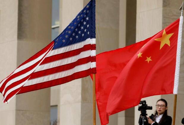 Las banderas de Estados Unidos y China se ven ante el Secretario de Defensa James Mattis y le da la bienvenida al Ministro de Defensa Nacional, general Wei Fenghe, al Pentágono en Arlington, Virginia, Estados Unidos, el 9 de noviembre de 2018.
