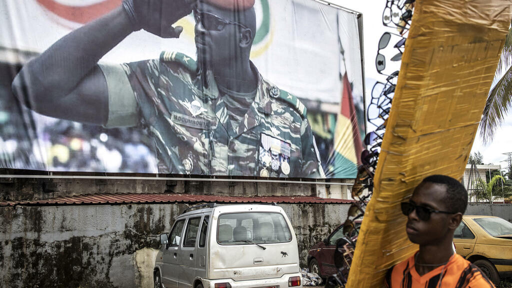 , Guinea holds talks in Conakry to prepare transition back to civilian rule, The World Live Breaking News Coverage & Updates IN ENGLISH