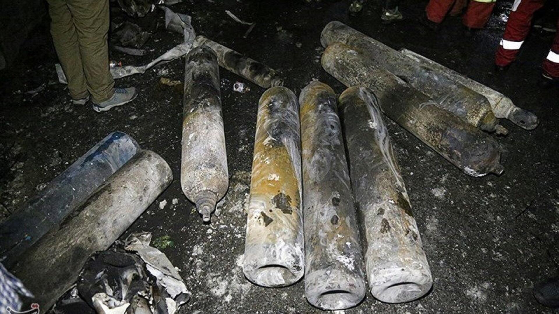 أسطوانات أكسجين في موقع انفجار بعيادة طبية شمال العاصمة الإيرانية طهران، 30 يونيو/حزيران 2020.