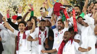 El equipo de Catar celebra el título de la Copa Asia tras vencer a Japón 3 - 1 en la final en Abu Dhabi. 1 de febrero de 2019.