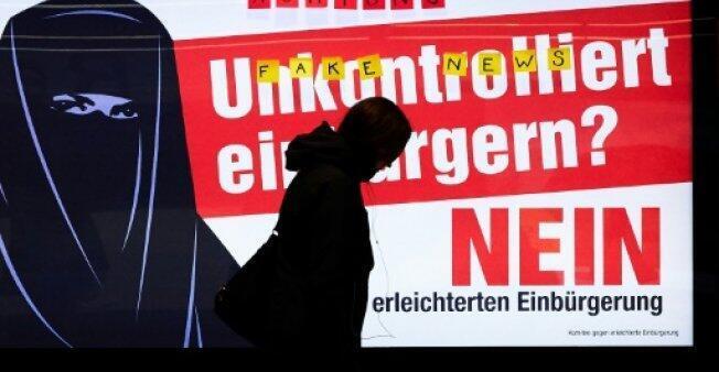 إعلان ضد تسهيل منح الجنسية السويسرية في زوريخ يستخدم النقاب