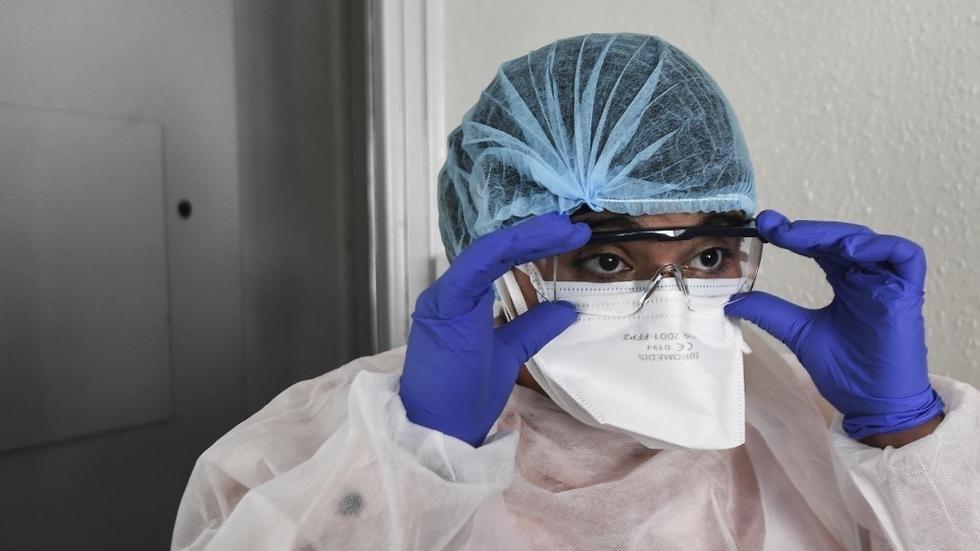 في فرنسا، عدد المصابين الذين يتلقون العلاج في وحدات العناية المركزة في تراجع مستمر.