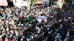 La dépouille du chef islamiste est arrivée samedi 27 avril à Alger.