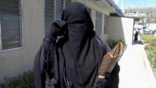 Plusieurs médias marocains s'interrogent sur la possibilité, au Maroc, d'une interdiction de la production et de la vente de burqas.