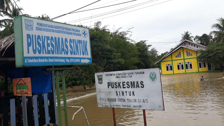 Pemerintah setempat telah menyatakan keadaan darurat selama 14 hari dan membuka dapur umum