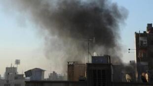 صورة وزعتها وكالة سانا تظهر الدخان يتصاعد بعد القصف على وسط دمشق في 5 شباط/فبراير 2015