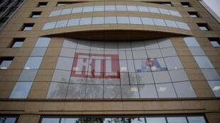 RTL Group, premier groupe audiovisuel européen, a enregistré une baisse de 3,4% de son chiffre d'affaires trimestriel, plombé, comme tout le secteur, par le recul des recettes publicitaires résultant des conséquences de la pandémie du coronavirus