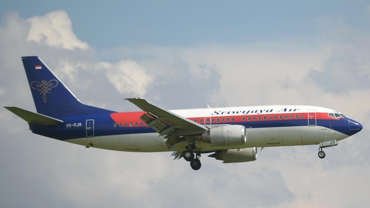 فقدان طائرة بوينغ على متنها 62 شخصا في اندونيسيا
