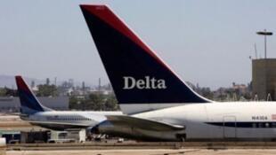 """Delta exhorte les voyageurs """"à vérifier l'état de leur vol ce matin pendant que l'on essaie de résoudre le problème""""."""