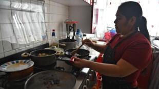 2,4 millones de mujeres se dedican a los trabajos del hogar en México según cifras del Instituto Nacional de Estadística Geografía e Informática (Inegi)