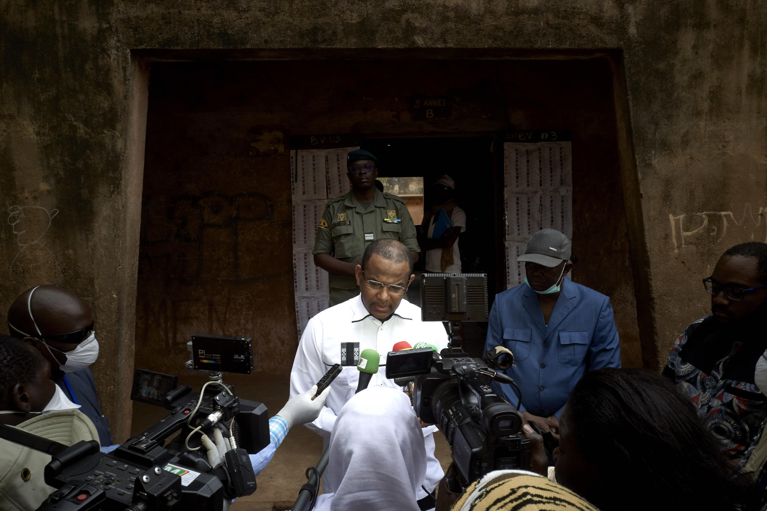 Malian Prime Minister Boubou Cisse addresses the media after casting his ballot for the parliamentary elections in Bamako on March 29, 2020.
