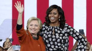 Hillary Clinton et Michelle Obama, en Caroline du Nord, le 27 octobre 2016.