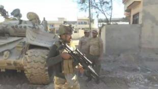 جنود عراقيون على أطراف مدينة الموصل