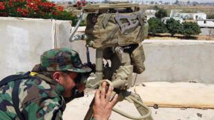 مقاتل من قوات حفتر خلال إحدى المعارك في طرابلس 22 يونيو/حزيران 2019