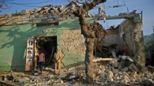 مبنى مدمر في العاصمة الصومالية مقديشو بفعل تفجير سيارة مفخخة 22 آذار/مارس 2018