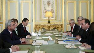 François Hollande et le président arménien (à gauche) se sont entretenus le 27 octobre à Paris.