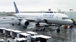 United Airlines anunció una reducción de personal por el impacto de la pandemia