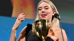 Primée au dernier festival de Venise, l'actrice britannique Vanessa Kirby est considérée comme l'une des favorites pour la course aux Oscars cette année