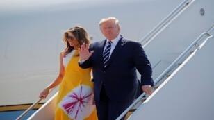 الرئيس الأمريكي دونالد ترامب ووزجته ميلانيا يصلان إلى بياريتز لحضور قمة مجموعة السبع، 24 أغسطس/آب 2019.
