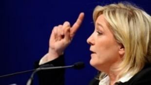 زعيمة الجبهة الوطنية المتطرفة مارين لوبان