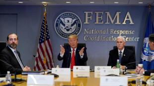 الرئيس الأمريكي دونالد ترامب يتحدث خلال مؤتمر عبر خدمة الأقمار الصناعية مع المحافظين لمناقشة الإجراءات الوقائية لفيروس كورونا في مقر وكالة إدارة الطوارئ الفيدرالية (FEMA)، واشنطن، الولايات المتحدة، 19 مارس/ آذار 2020.