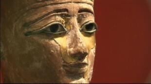 L'exposition, qui s'achèvera le 31 janvier, présente un total de 300 objets et statues dont une quarantaine proviennent des musées du Caire et d'Alexandrie.