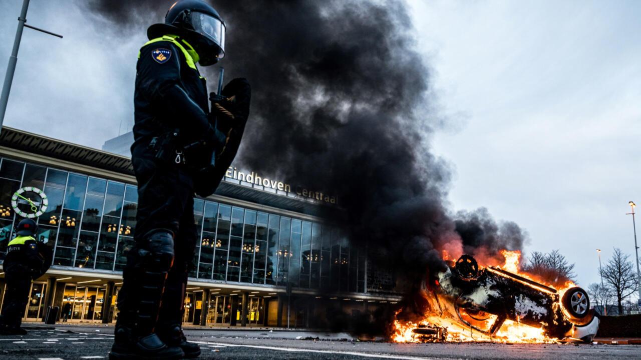 Covid-19 : aux Pays-Bas, pillages et heurts avec la police lors de manifestations anti couvre-feu