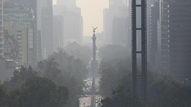 El velo de contaminación presente en la ciudad de México el 17 de mayo de 2019.