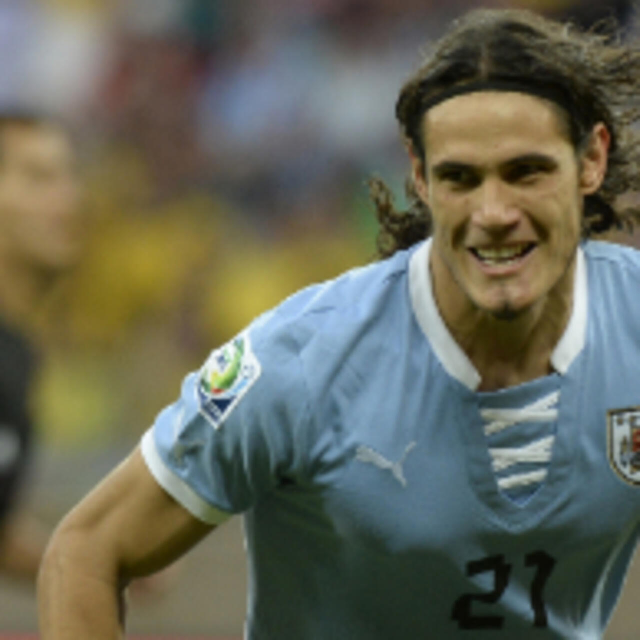 Cavani Signs Record Breaking Deal With Psg
