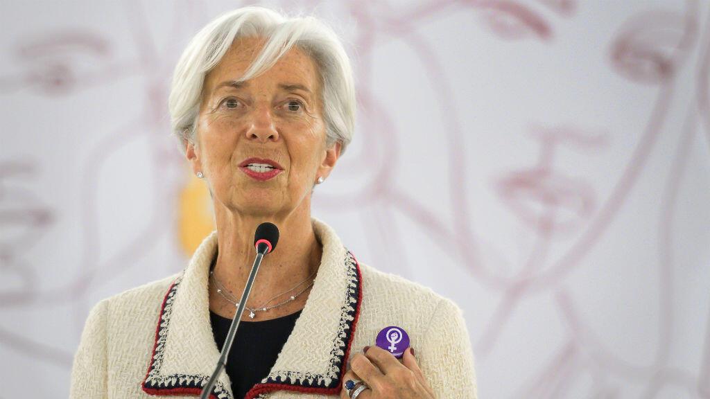 La directora del Fondo Monetario Internacional (FMI), Christine Lagarde, luce un pin en solidaridad con la huelga de mujeres suizas en todo el país durante su discurso en la Conferencia Internacional del Trabajo de la OIT el 14 de junio de 2019 en Ginebra.