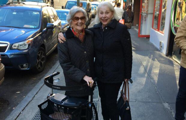 Isabel Fortunoff, 96 ans et Sonia Fredj 77 ans. Les deux amies de l'Upper East Side savent bien que leur quartier ne reflète pas beaucoup la situation dans le reste du pays.