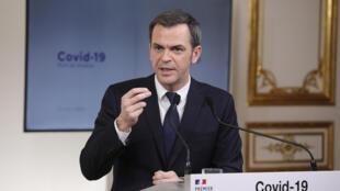 Le ministre de la Santé, Olivier Véran, s'exprime lors d'une conférence de presse, le 29 mars 2020 à Paris
