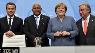 قادة فرنسا وألمانيا وفيجي والأمين العام للأمم المتحدة في قمة بون للمناخ 15 نوفمبر 2017