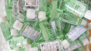 Les ventes des gels hydroalcooliques, dont l'usage est fortement recommandé pour désinfecter les mains et éviter l'infection par le Covid-19, se sont récemment envolées en raison des craintes que suscite le virus.