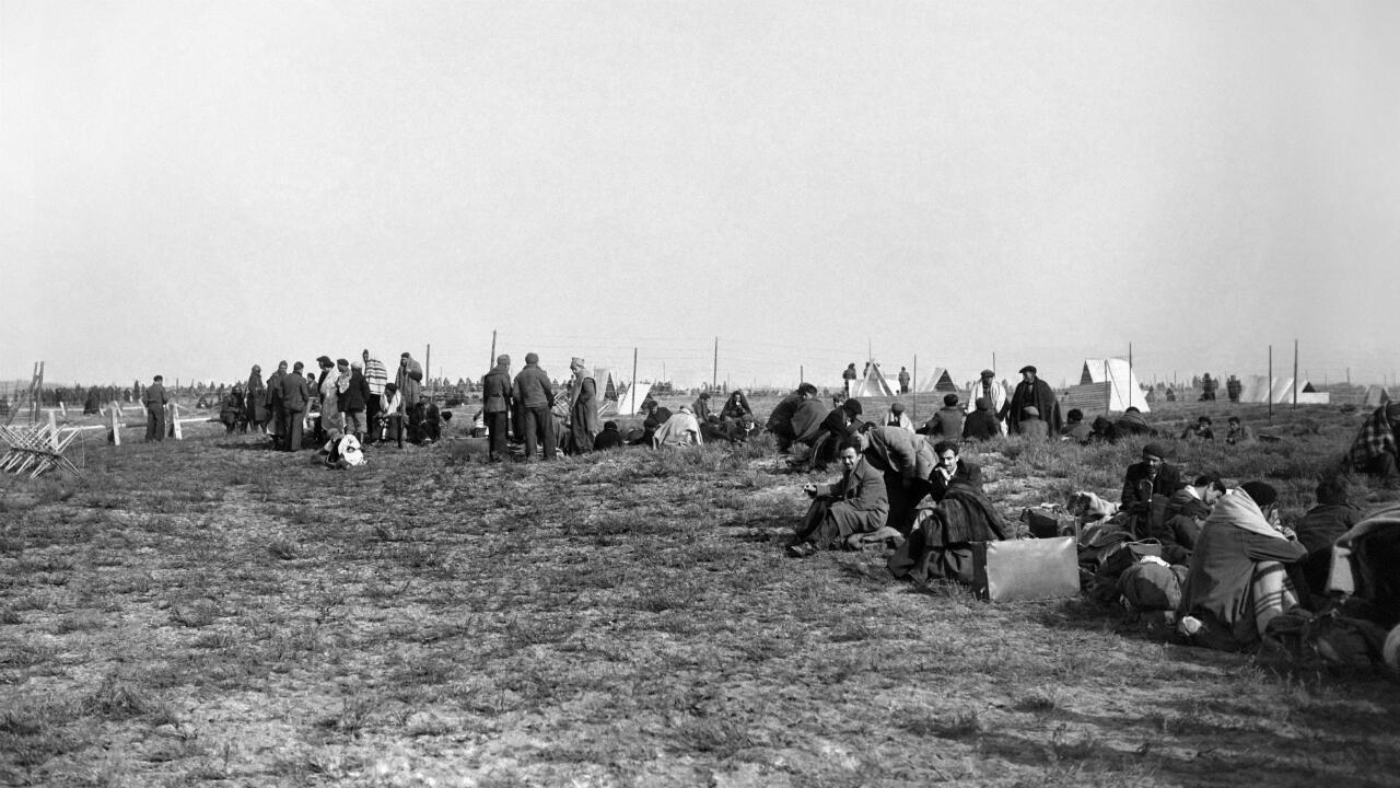 Refugiados españoles en la playa de Argeles-sur-Mer.