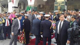 Jean-Marc Todeschini a déposé une gerbe devant le mausolée de Saal Bouzid à Sétif , dimanche 19 avril