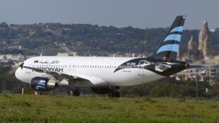 L'avion de la compagnie libyenne Afriqiyah Airways, un A320, détourné vendredi 23 décembre vers Malte.