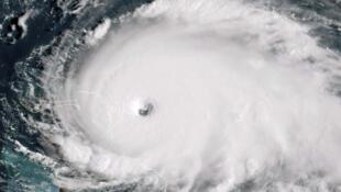 صور الأقمار الصناعية تظهر حجم العواصف.
