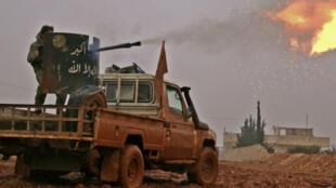 """آلية عسكرية لتنظيم """"الدولة الإسلامية"""" في مدينة الباب شمال سوريا"""
